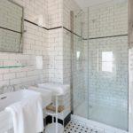 salle d'eau rétro l'atlantique villa la ruche la baule chambre d'hôtes guest and house